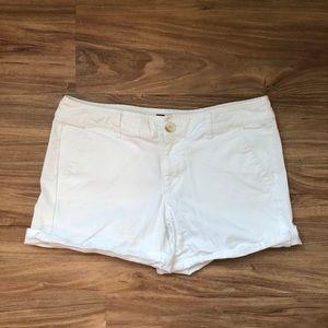 White American Eagle shorts